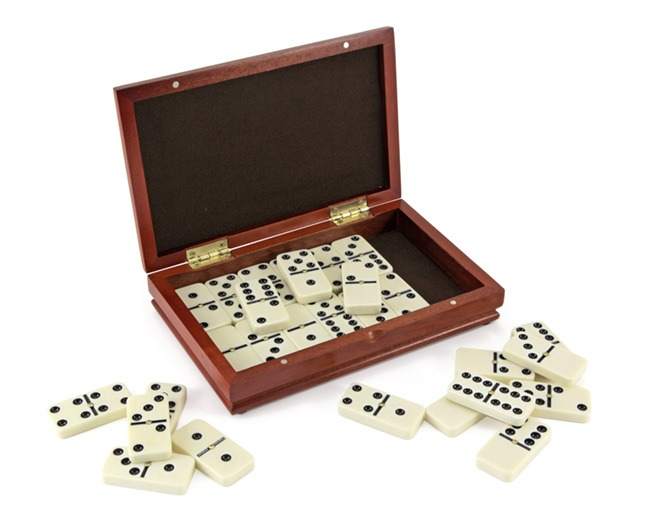 Dominoes 6's with Spinners in Deluxe Burlwood Case