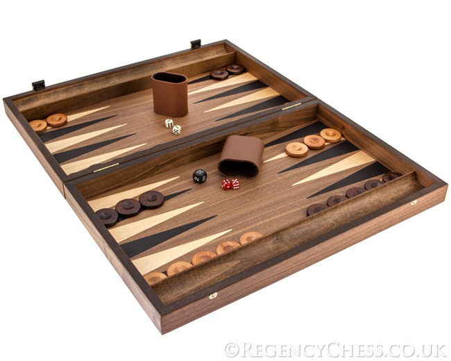 Manopoulos Tournament Walnut and Maple backgammon