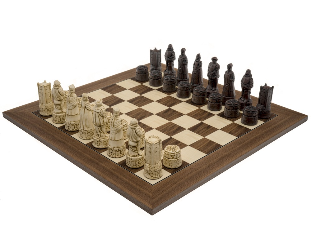The Berkeley Chess English Russet & Walnut Chess Set