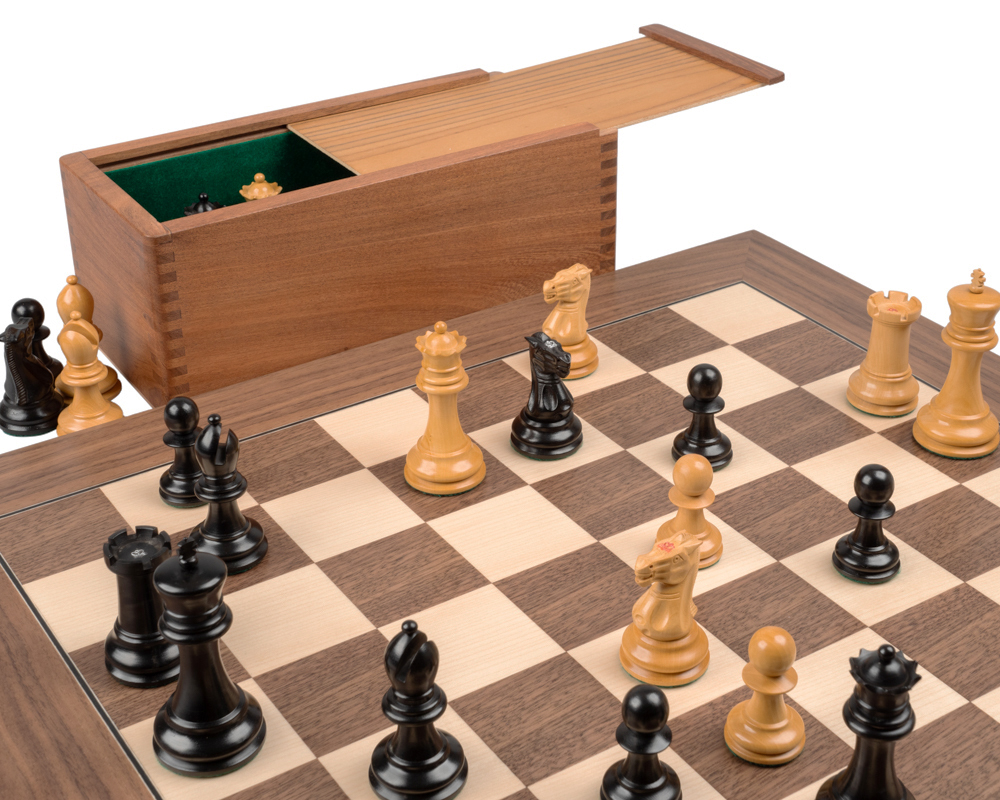 The 1890 Reproduction Staunton Ebony and Walnut Luxury Chess Set